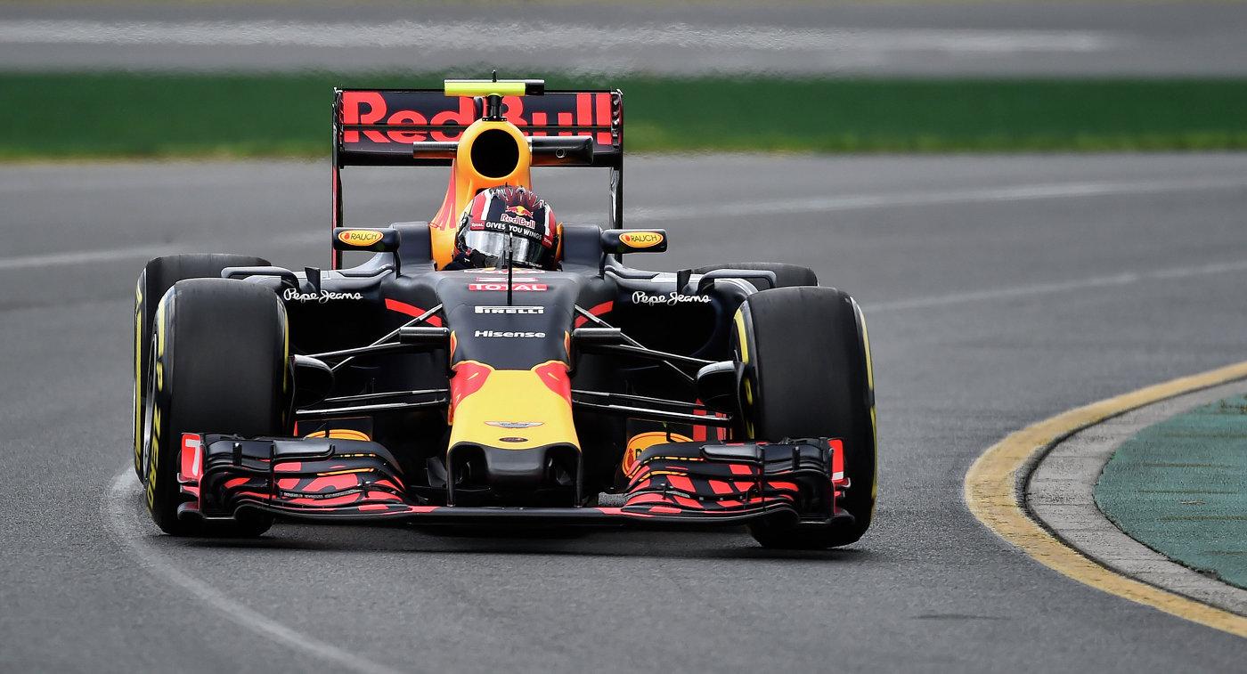 Пилот Ред Булл Даниил Квят во время первой практики Гран-при Австралии
