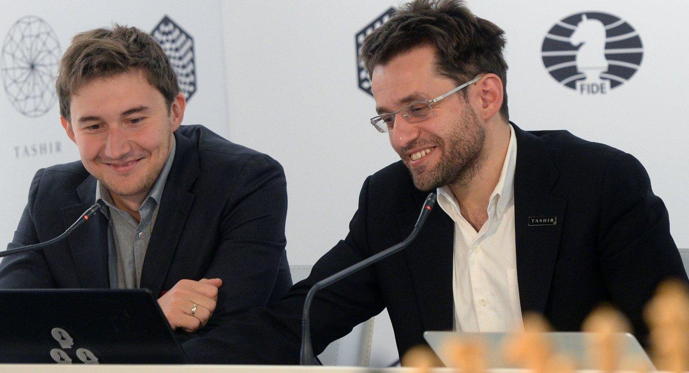 Слева направо: гроссмейстеры Сергей Карякин (Россия) и Левон Аронян (Армения)