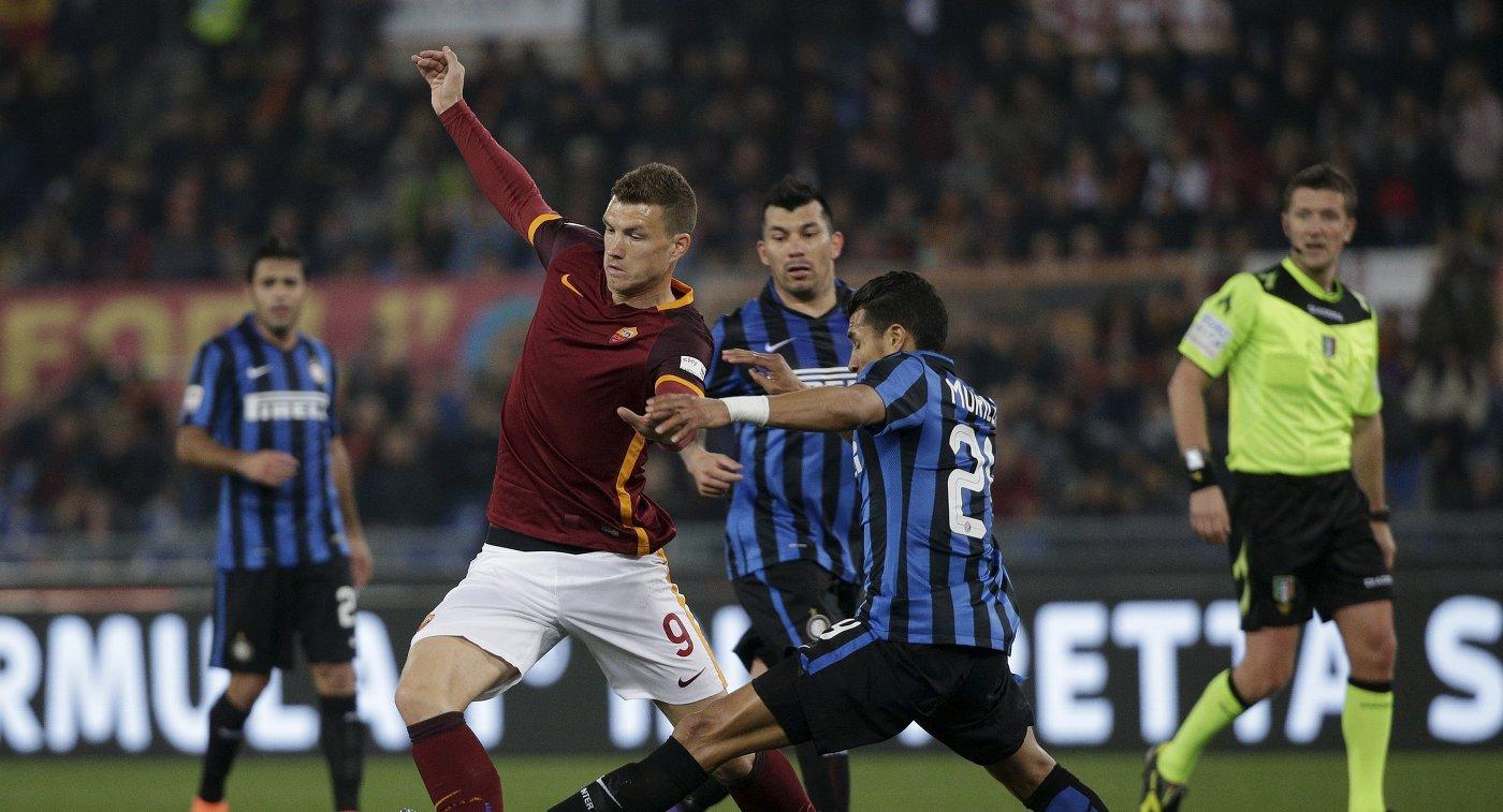 Игровой момент матча чемпионата Италии по футболу Рома - Интер