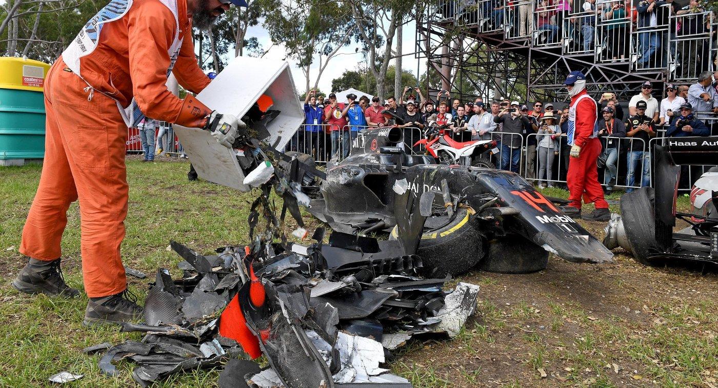 Макларен Фернандо Алонсо после аварии на Гран-при Австралии-2016