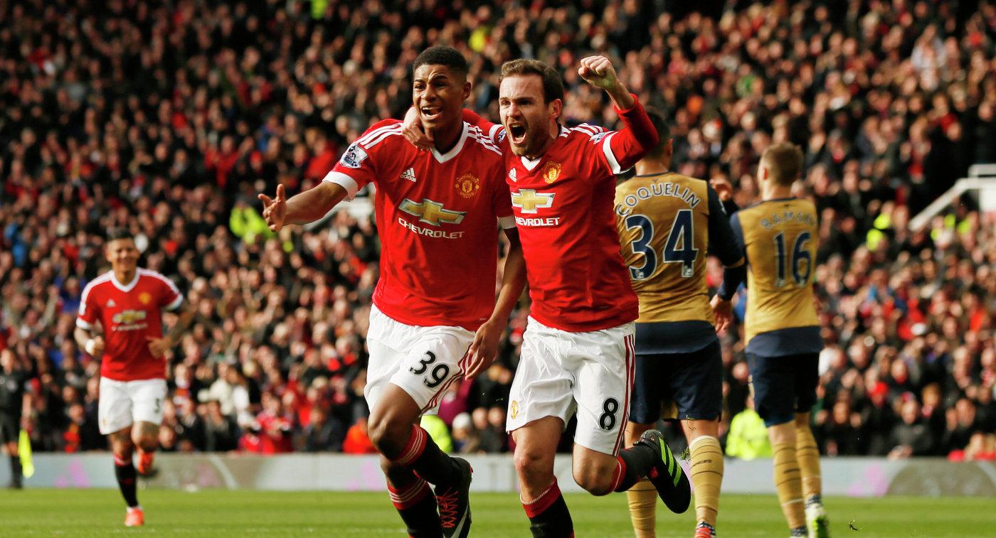 Футболисты Манчестер Юнайтед Маркус Рэшфорд и Хуан Мата (слева направо)