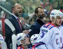 Главный тренер ХК СКА Сергей Зубов (слева)