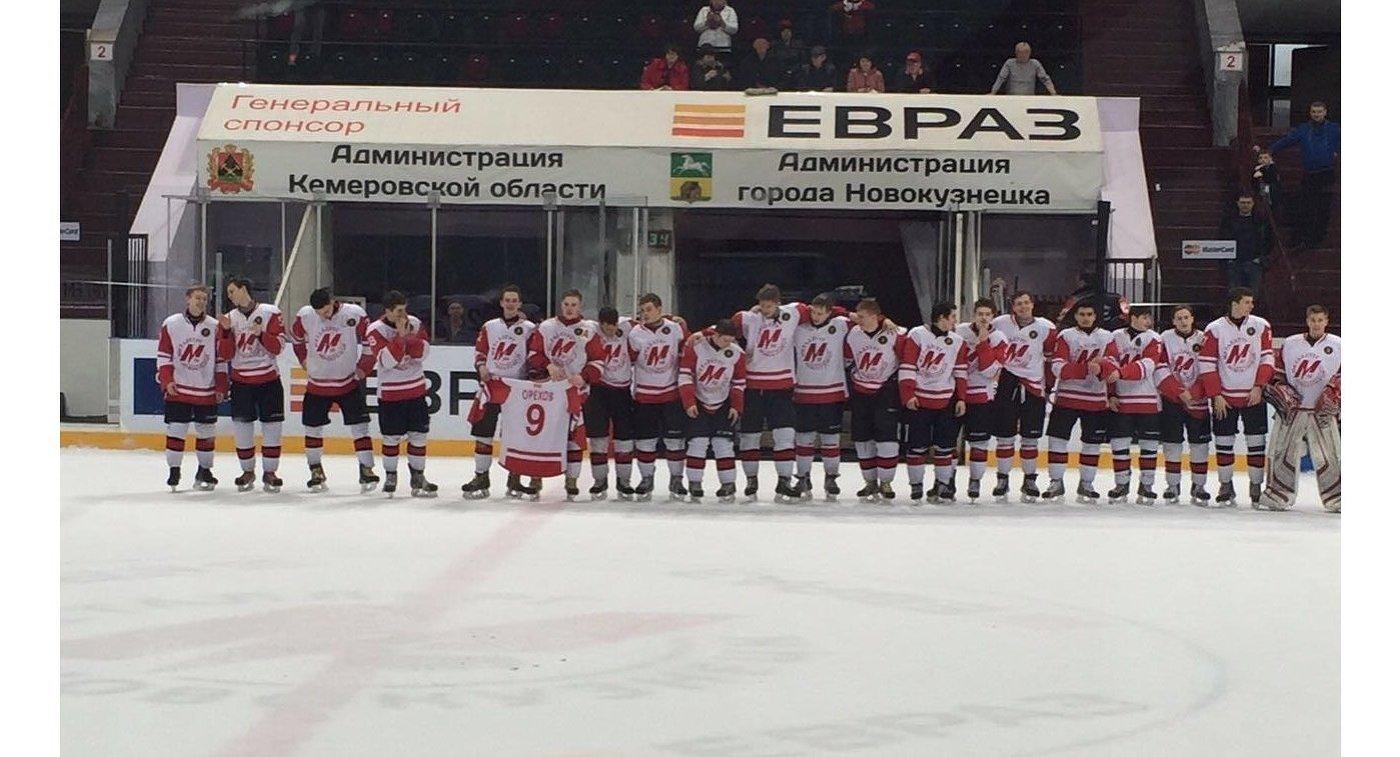Хоккеисты юниорской команды новокузнецкого Металлурга