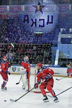 Хоккеисты ЦСКА Григорий Панин, Илья Сорокин и Стефан Да Коста (слева направо)