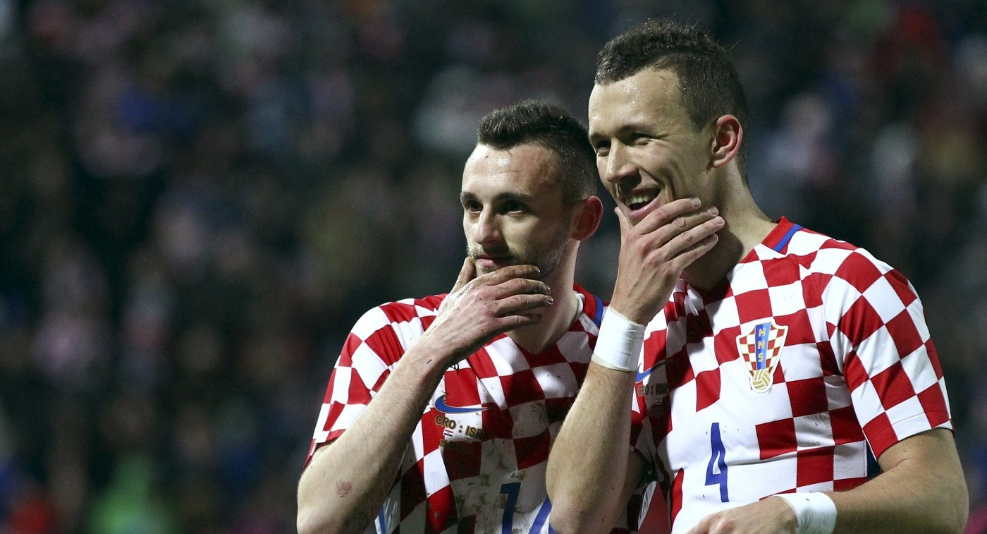 Футболисты сборной Хорватии Иван Перишич и Марсело Брозович (справа налево)