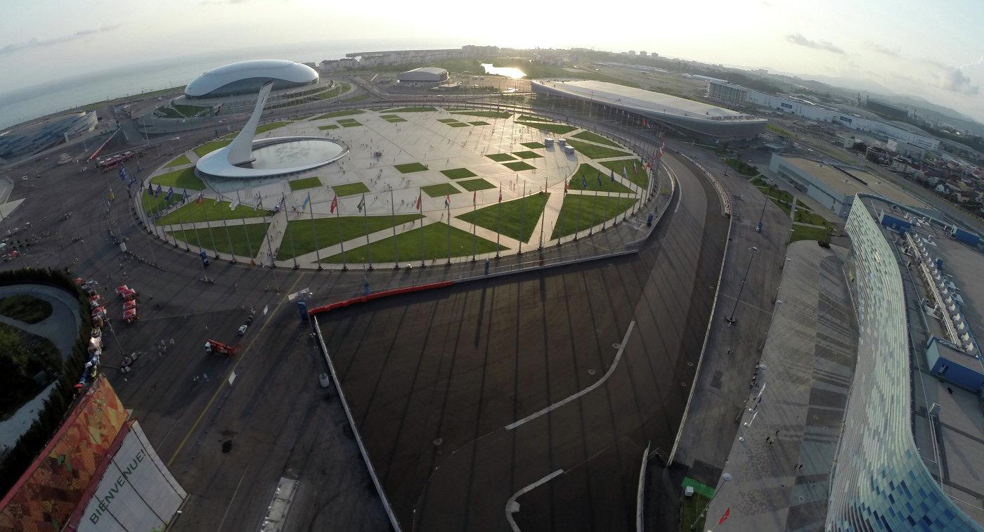 Вид на Олимпийский парк и Автодром Сочи в Имеретинской долине