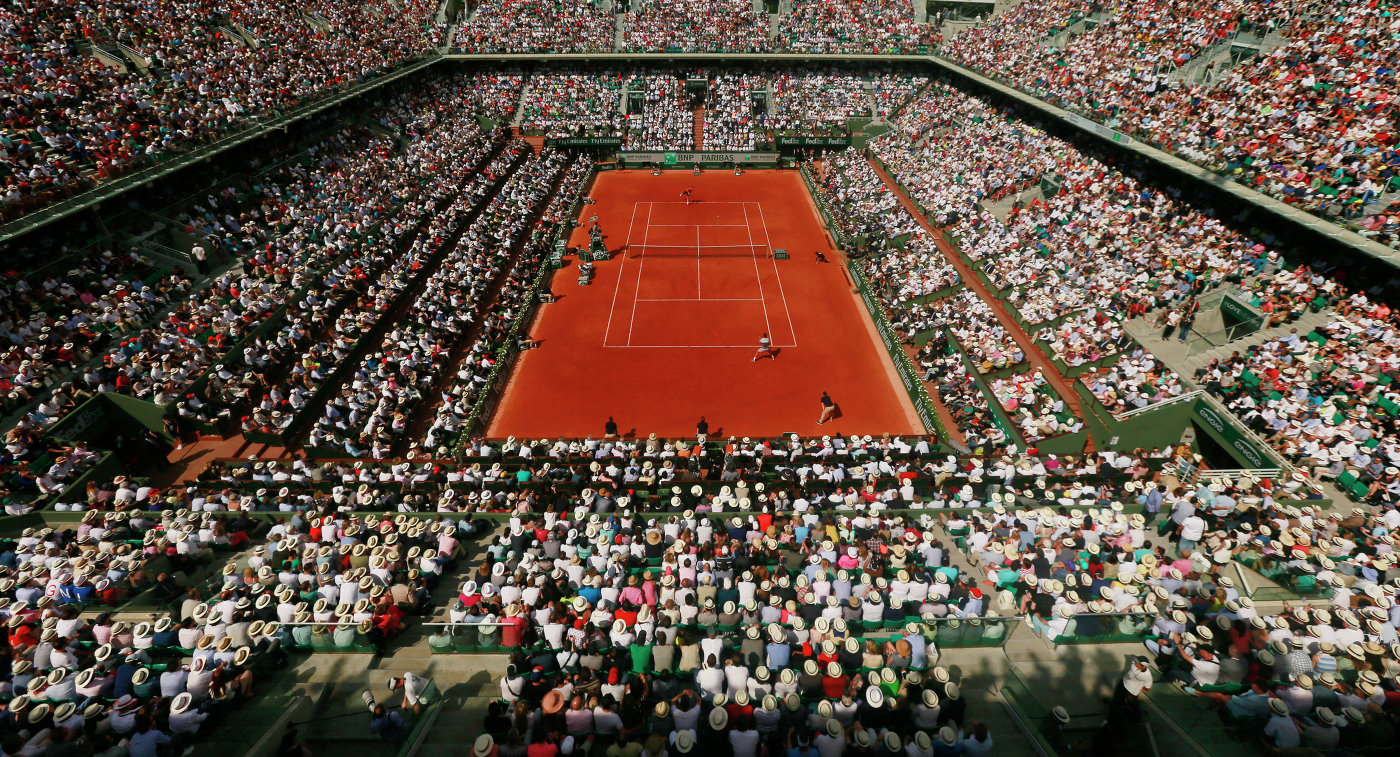 Вид на центральный корт Ролан Гаррос во время финала у мужчин Джокович-Вавринка