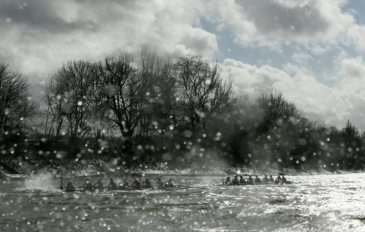 Гонка между женскими командами Кембриджского университета и Оксфорда