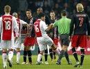 Игровой момент матча между ФК Аякс Амстердам и ПВС на Амстердам арена 20 ноября 2011 год.