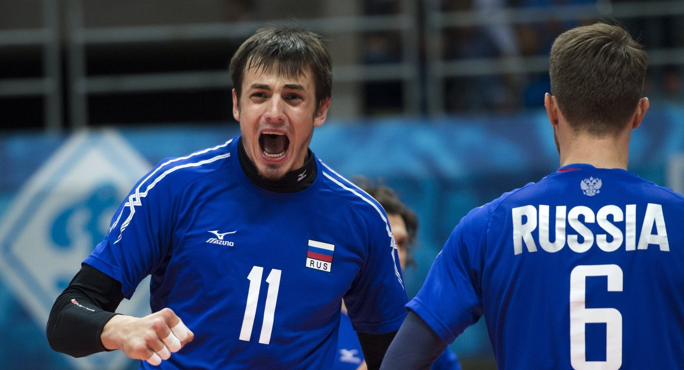 Илья Власов (слева)
