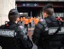 Сотрудники полиции перед началом товарищеского матча между сборными Франции и России