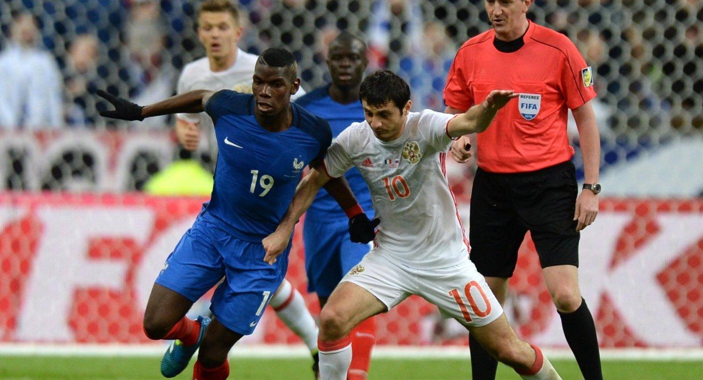 Полузащитник сборной Франции Поль Погба (слева) и полузащитник сборной России Алан Дзагоев
