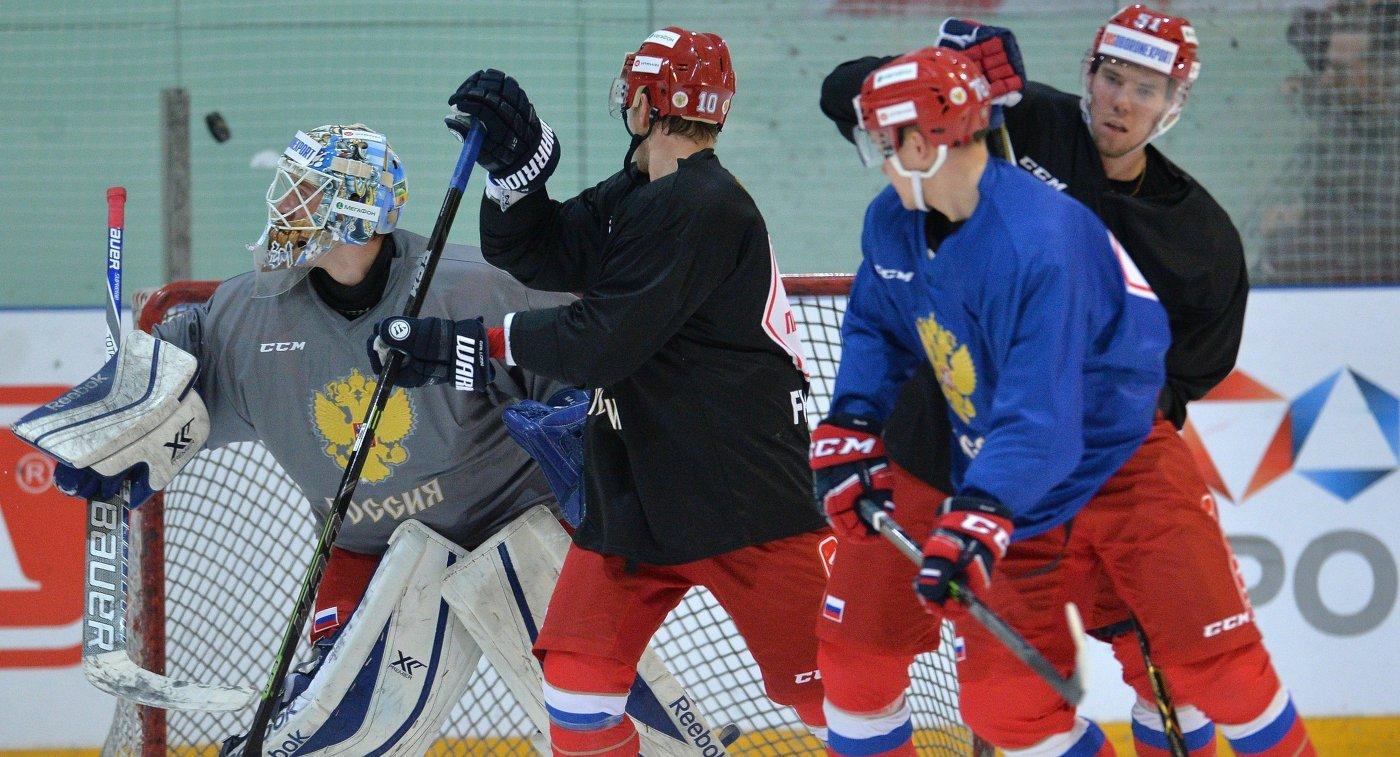 Игроки сборной России по хоккею во время тренировки