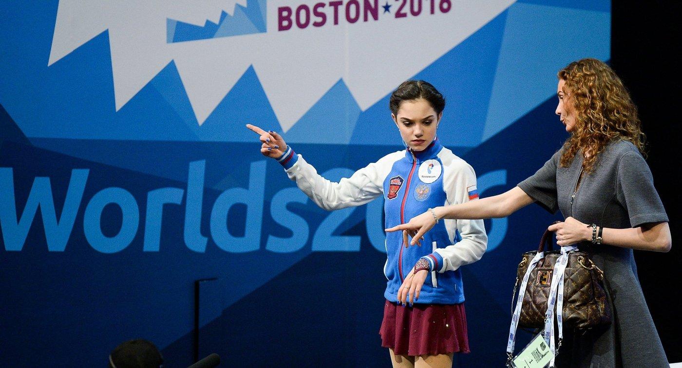 Евгения Медведева (Россия) и ее тренер Этери Тутберидзе (слева направо)