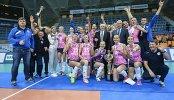 Волейболистки и тренерский штаб Динамо (Краснодар) - обладатели кубка России по волейболу