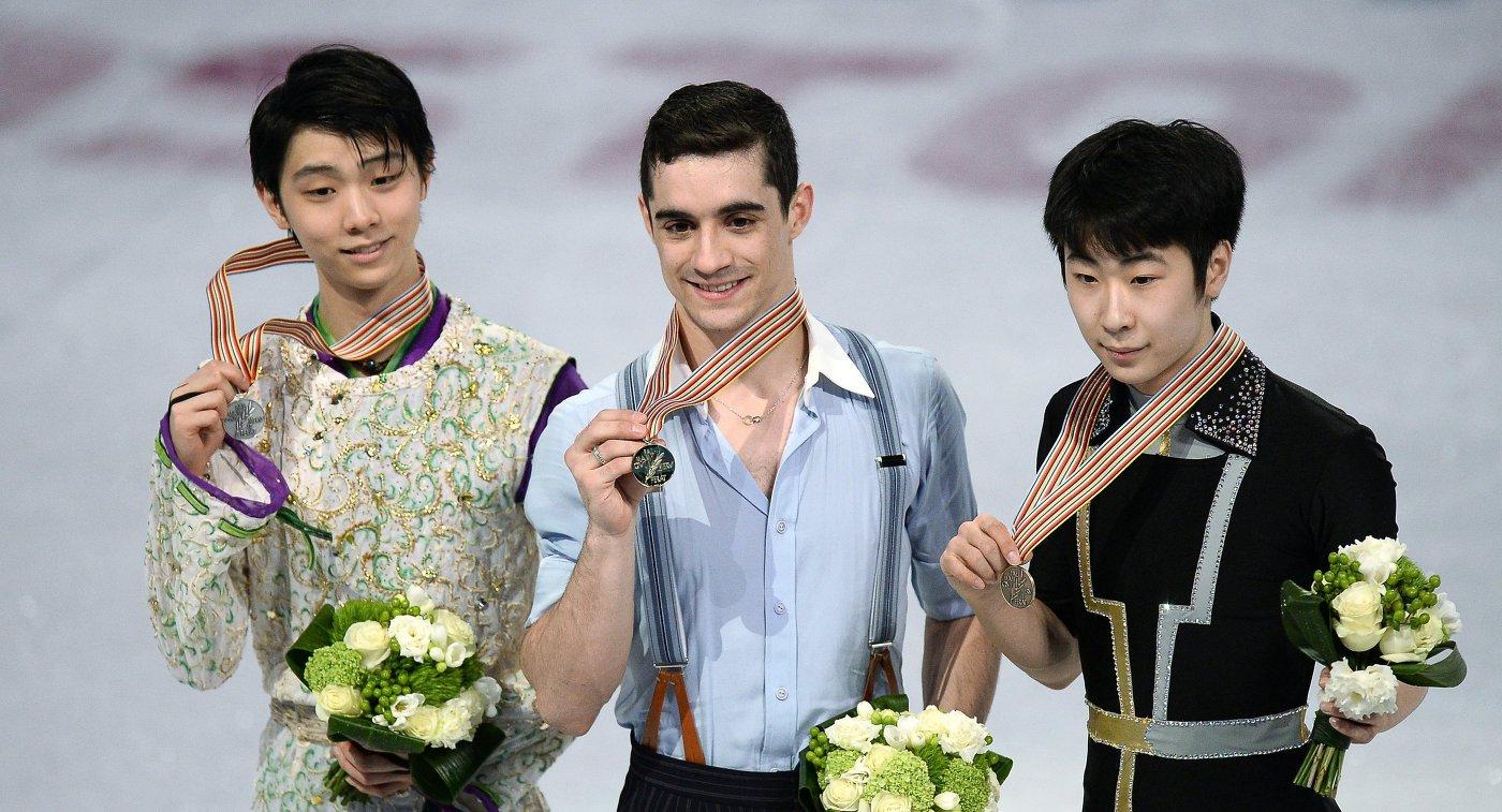 Юдзуру Ханю (Япония), Хавьер Фернандес (Испания) и Цзинь Боян (КНР) (слева направо)
