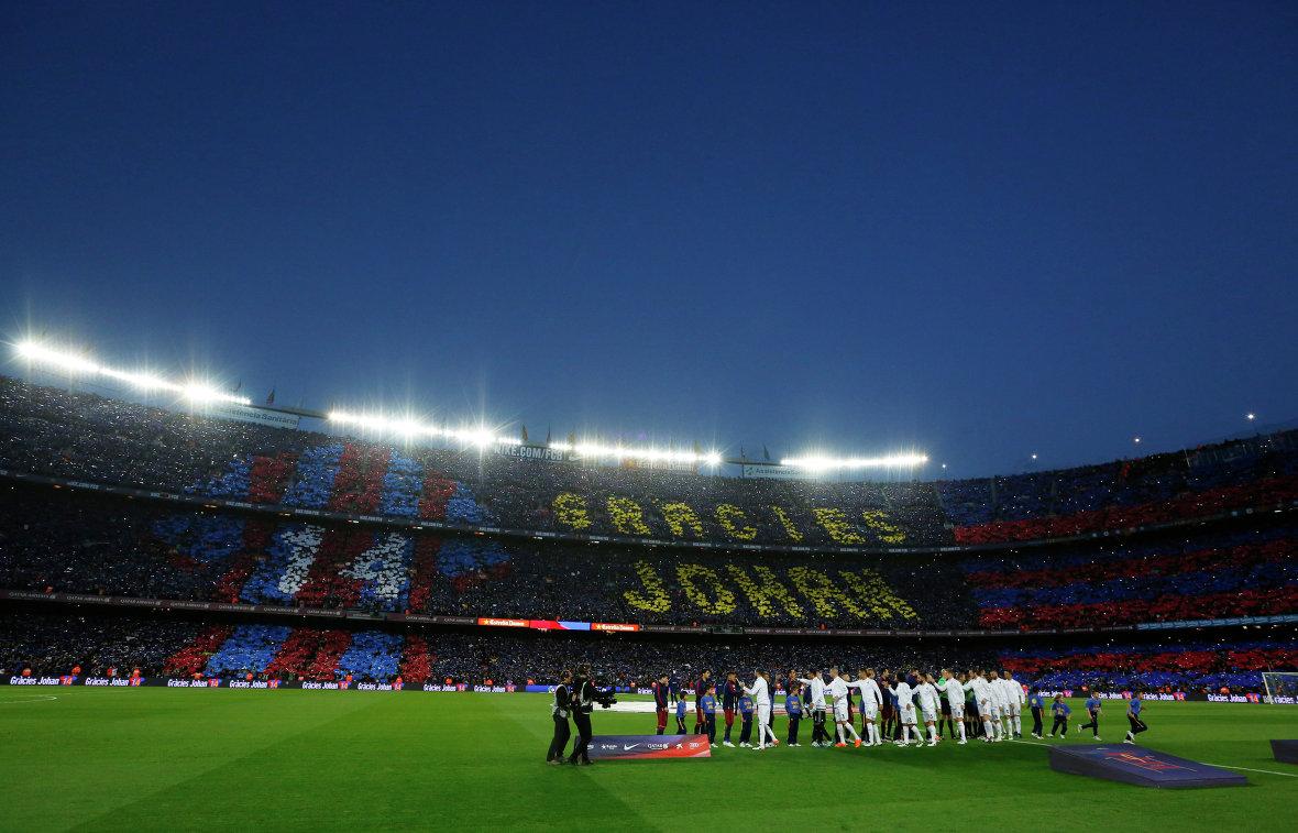 Предматчевый перформанс перед игрой чемпионата Испании Барселона - Реал посвящённый памяти Йохана Кройфа