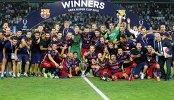 Футболисты Барселоны празднуют победу в Суперкубке УЕФА