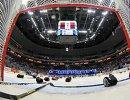 Хоккейные ворота и клюшки, архивный кадр