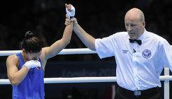 Россиянка София Очигава после победы в поединке с бразильской спортсменкой Адрианой Араужо