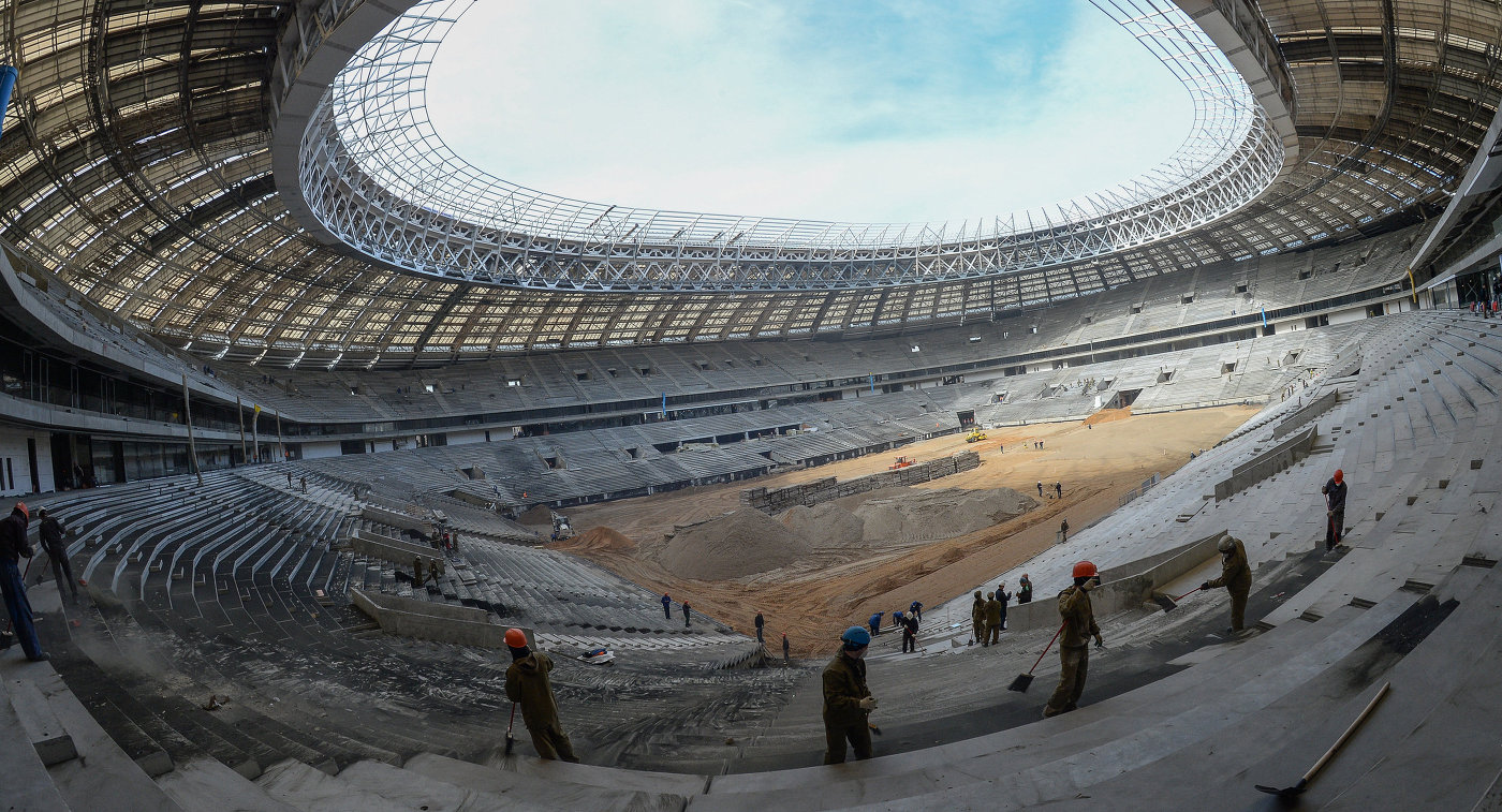 Рабочие на месте реконструкции Большой спортивной арены (БСА) Лужники