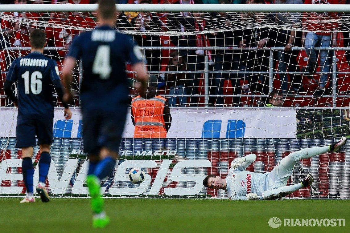 Игровой момент матча 25-го тура чемпионата России по футболу Спартак - Мордовия