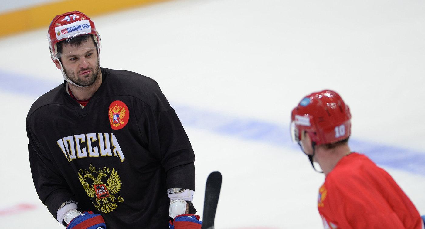 Форварды сборной России по хоккею Александр Радулов (слева) и Сергей Мозякин