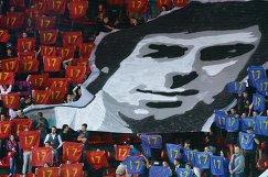 Баннер с изображением портрета советского хоккеиста Валерия Харламова на матче КХЛ