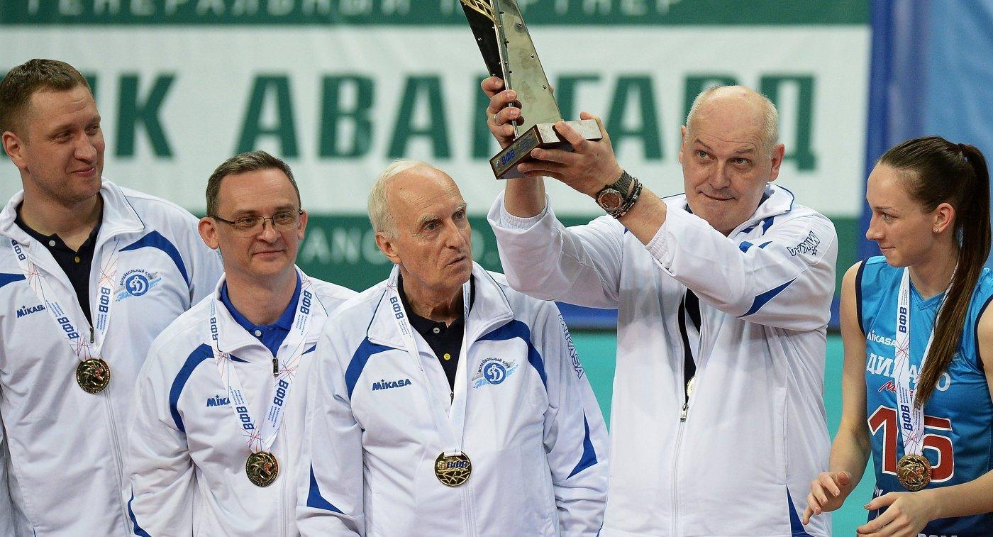 Юрий Панченко (второй справа),  Ирина Фетисова (справа)