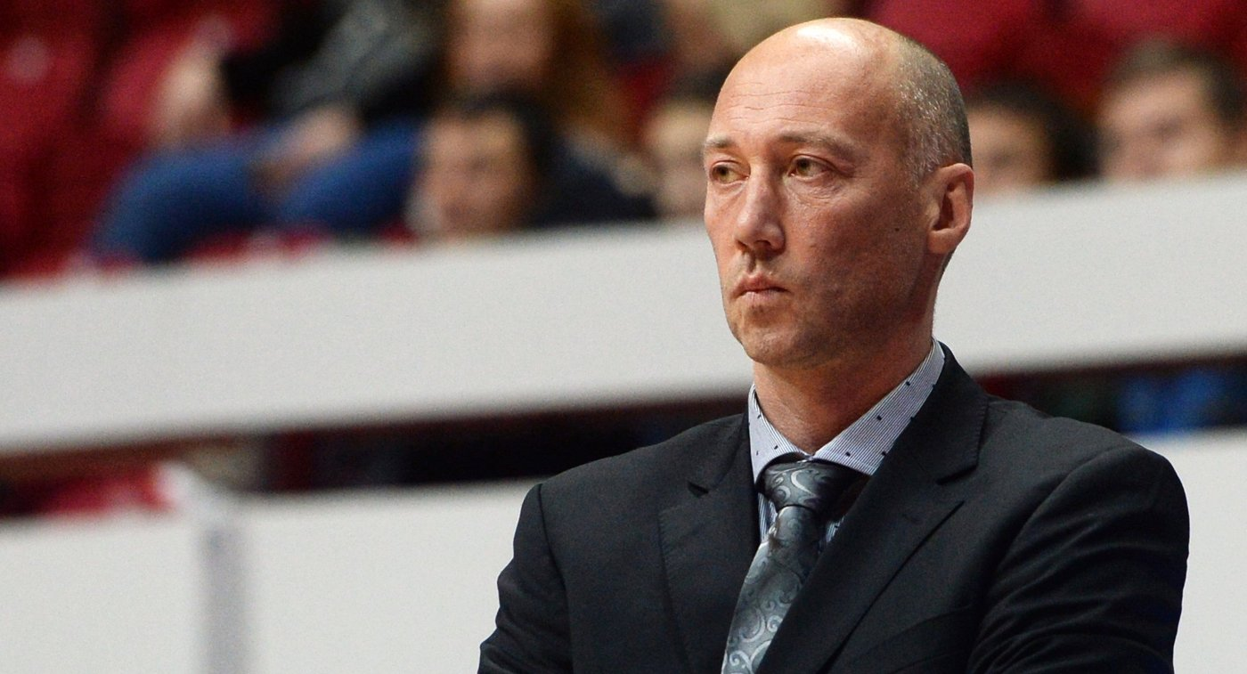 Тренер БК Зенит Василий Карасев