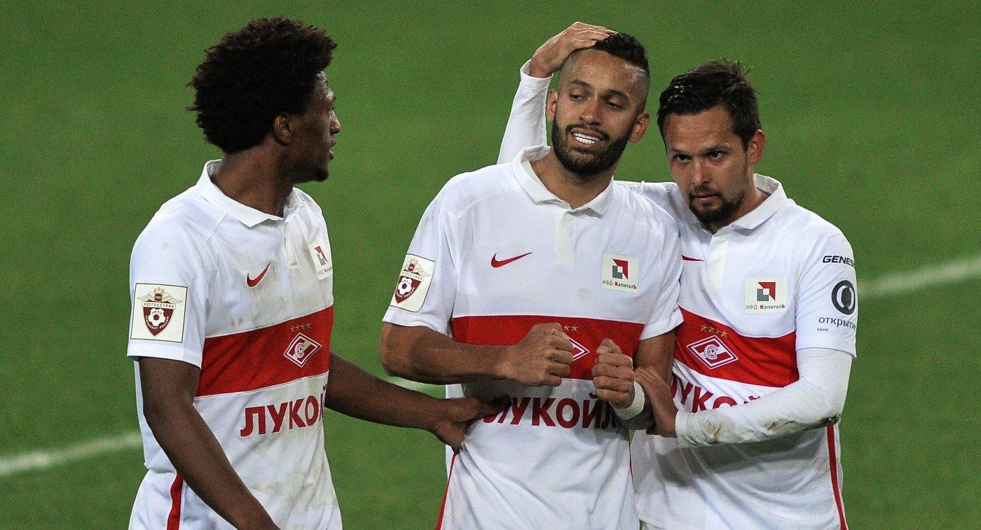 Игроки ФК Спартак Зе Луиш, Ромуло и Александр Зотов (слева направо)