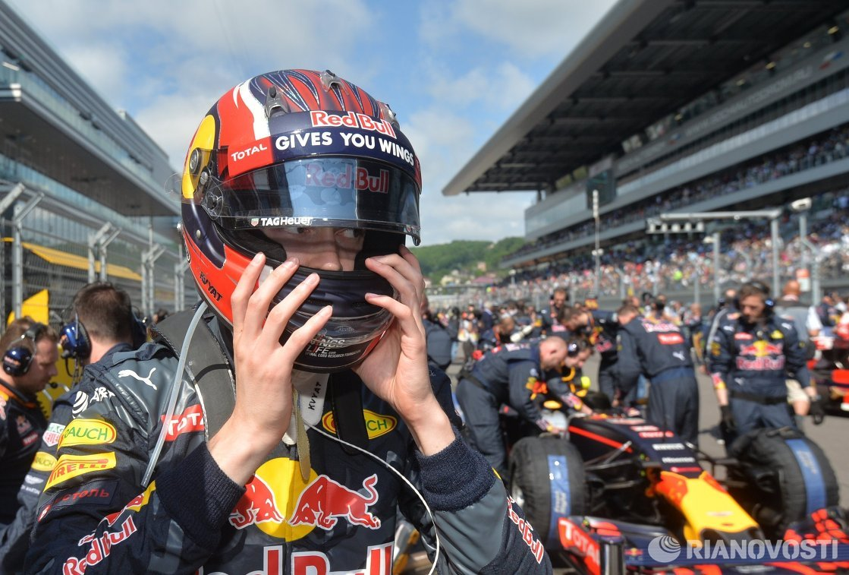 Гонщик команды Ред Булл Даниил Квят перед стартом гонки Гран-при России