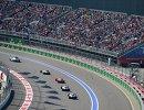 Гонщики едут за машиной безопасности на трассе Сочи Автодром