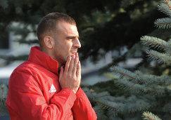 Нападающий ФК Локомотив Петар Шкулетич на тренировке