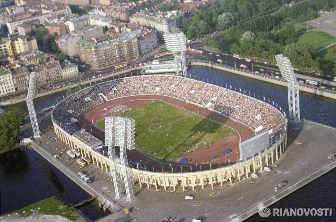 Вид сверху на стадион имени В.И. Ленина (ныне стадион Петровский) в городе Ленинграде