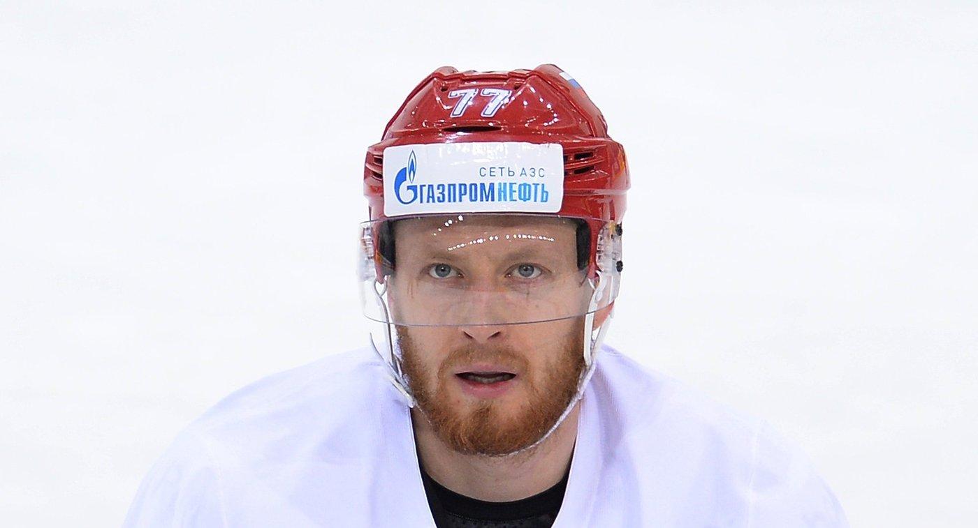 Защитник сборной России по хоккею Антон Белов