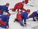 Нападающий сборной России по хоккею Евгений Кузнецов, защитник Виктор Антипин и нападающие  Александр Овечкин и Александр Бурмистров (слева направо)