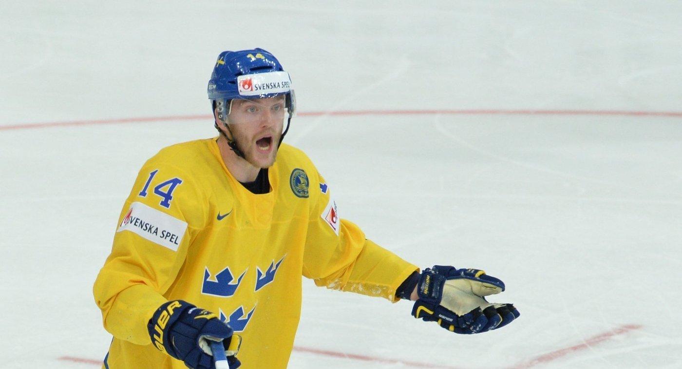 Защитник сборной Швеции Маттиас Экхольм в четвертьфинальном матче чемпионата мира по хоккею