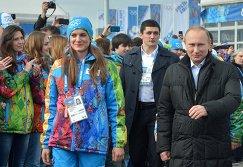 Владимир Путин (справа) и Елена Исинбаева