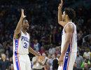 Баскетболисты Филадельфии Джалил Окафюр и Холлис Томпсон (справа налево)