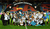 Футболисты, руководство и тренерский штаб Севильи