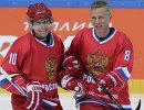 Игроки сборной России Павел Буре (слева) и Игорь Ларионов
