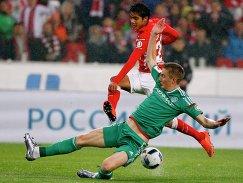 Игрок Спартака Лоренсо Мельгарехо (слева) и игрок Терека Андрей Семёнов