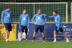 Игроки сборной России по футболу Артем Дзюба, Дмитрий Комбаров, Денис Глушаков и Роман Шишкин (слева направо)