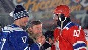 Нападающий СКА МВО Илья Ковальчук (слева) и нападающий ЦСКА Александр Радулов (справа)