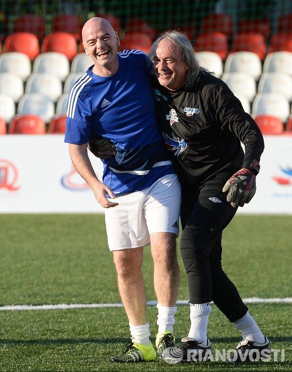 Президент Международной федерации футбола (ФИФА) Джанни Инфантино (слева)