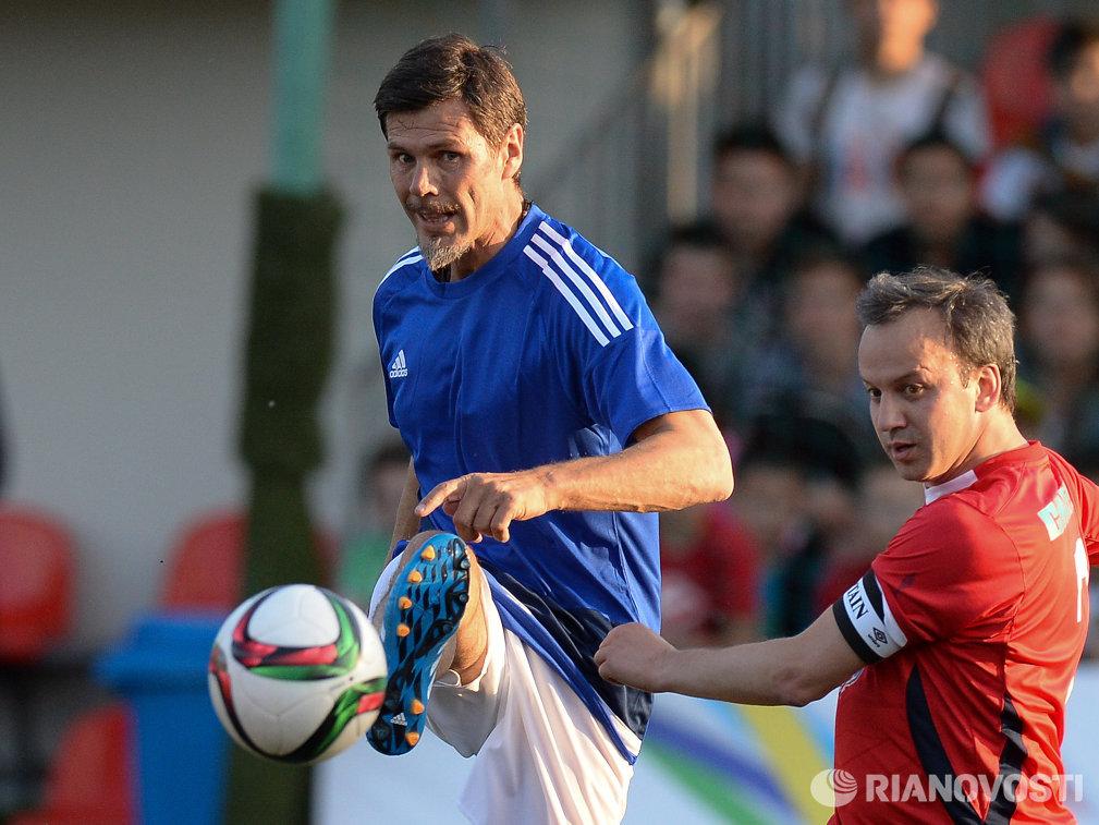 Заместитель генерального секретаря ФИФА Звонимир Бобан (слева) и заместитель председателя правительства РФ Аркадий Дворкович