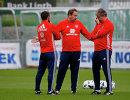 Тренеры сборной России по футболу Сергей Семак, Леонид Слуцкий и Сергей Балахнин (слева направо) на тренировке