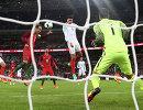Игровой момент товарищеского матча между сборными Англии и Португалии