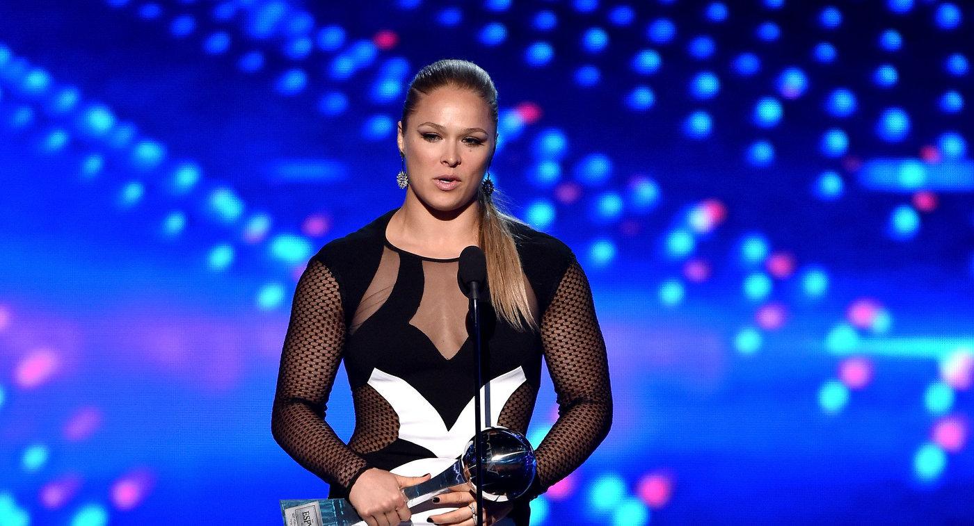 Бывшая чемпионка UFC Роузи вышла замуж